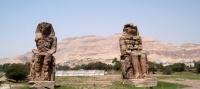 """""""Za menej"""" - Memnonove kolosy"""