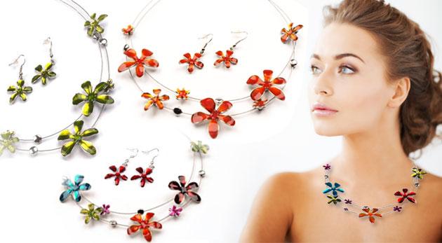 Fotka zľavy: Dvojdielna súprava elegantných šperkov len za 5,90€. Náhrdelník a pár náušníc s farebnými kvetinkami - osvieženie vášho outfitu jemnými a nápaditými doplnkami.