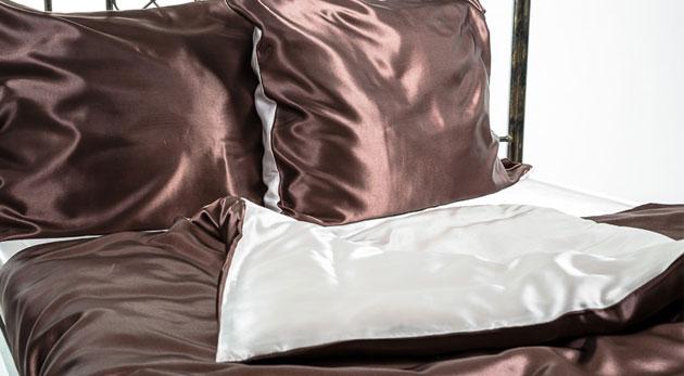 Fotka zľavy: Luxusné posteľné prádlo za 32,90€. 5-dielna sada saténových obliečok Giovanelli Design pre spánok ako na obláčiku!