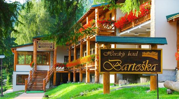 Fotka zľavy: Krásy prírody na rozhraní Veľkej Fatry a Kremnických vrchov. Horský hotel Bartoška pre dvojicu len za 89€ s polpenziou, vírivkou, saunou, požičaním bicyklov a množstvom trás pre turistov a cyklistov.