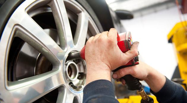 Fotka zľavy: Prezutie pneumatík a kompletné vyváženie v Petržalke len za 10,60€. Zverte svojho tátoša do rúk odborníka!