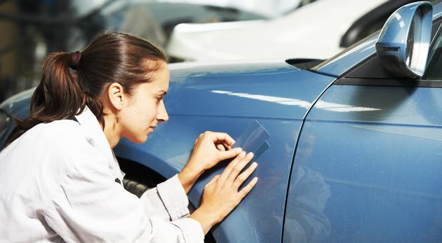 Fotka zľavy: Oprava poškodeného laku na karosérii auta len za 14,50 € vrátane použitej farby. Už žiadne ryhy, škrabance ani odlúpnutá farba, len krásne auto!
