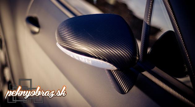 Fotka zľavy: Karbónová fólia s 3D vystupujúcou štruktúrou povrchu za 5,90€ zmení vzhľad vášho auta na nepoznanie. Vhodná nielen na karosérie áut, ale aj na dekoráciu interiérov a exteriérov!