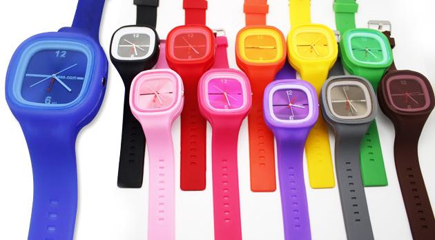 Fotka zľavy: Až 2 kusy silikónových náramkových hodiniek za 3,30€. Nekonečné kombinácie remienkov a ciferníkov vo farbách od výmyslu sveta, ktoré oslovia každého bez ohľadu na vek!