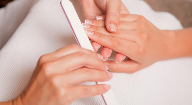 Fotka zľavy: Japonská manikúra a parafínový zábal rúk len za 6,90€. Prirodzene krásne a zdravé nechty s oslnivým leskom a hebká pokožka pre ten pravý jemný ženský dotyk!