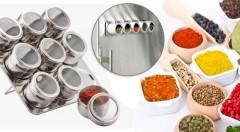 Zľava 37%: Štýlové a praktické koreničky s magnetickým pogumovaným dnom v nerezovom stojane môžu krášliť vašu kuchyňu len za 12,49 €.