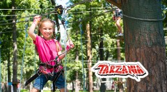 Zľava 50%: Skvelá príležitosť na rodinný výlet - vstúpte do lanového parku Tarzánia Skalica len za 2,50 €! Prežite super deň v džungli, kde môžete prejsť po lanových dráhach až 250 m.