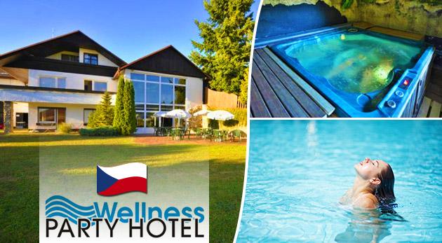 Fotka zľavy: Dovolenka plná zábavy a relaxu v luxusnom Wellness Party Hoteli**** pri Zlíne len za 66 € na 3 či 4 dni s raňajkami, večerou, voľným vstupom do wellness, diskotékami, kúpaním a opaľovaním bez plaviek!