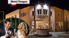 Zľava 40%: Objavte krásu historického mesta Telč zapísaného v UNESCO počas 3 dní v Hoteli Pangea*** len za 105 € pre dvoch s raňajkami, neobmedzeným využívaním bazéna, konzumáciou v kaviarni a ďalšími bonusmi!