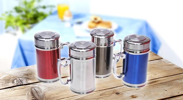 Fotka zľavy: Štýlový nerezový hrnček s vrchnákom len za 6,99 € udrží vaše nápoje dlho teplé či studené. Milovníci čaju ocenia i praktické sitko v hrnčeku!