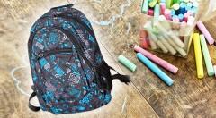Zľava 65%: Štýlový školský batoh s mixom 60 písacích a školských potrieb iba za 15,90 €. Vybavte vaše dieťa do školských lavíc všetkým potrebným za super cenu!