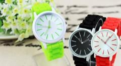 Zľava 56%: Štýlové silikónové hodinky vhodné pre dámy aj pánov len za 3,99 €. Na výber až zo 7 farebných prevedení.