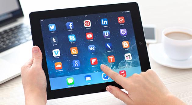 Fotka zľavy: Limitovaná ponuka! Kvalitný tablet Apple iPad 2 so 64GB vnútornou pamäťou a 3G - refurbished model len za 199 €. Doručenie kuriérom v cene kupónu. Buďte stále v spojení so svetom!