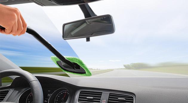 Fotka zľavy: Praktická čistiaca stierka Windshield Wonder len za 4,90 € pre rýchle a efektívne čistenie zahmleného či zaroseného predného skla auta.