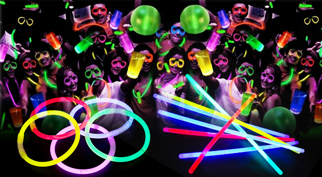 Fotka zľavy: Zažiarte na párty so svietiacimi tyčinkami len za 2,99 €, ktoré vydržia intenzívne svietiť až 7 hodín! V balení 50 kusov tyčiniek so spojkami.