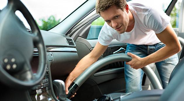 Fotka zľavy: Opäť žiarivé a voňavé autíčko vďaka ručnému umytiu jeho interiéru alebo exteriéru len za 7,90 € v ružinovskom autoservise Autoteam Ganti & PIRAŇA.