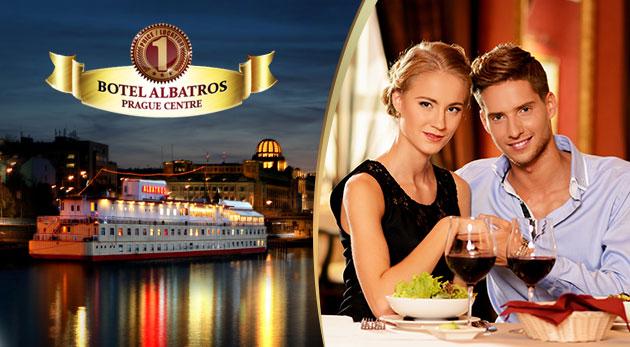 Fotka zľavy: Vychutnajte si romantiku vo dvojici na vlnách Vltavy počas 3 dní v Boteli Albatros*** v centre Prahy len za 89 € vrátane raňajok, bohatej večere a fľaše vína.