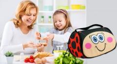 Zľava 56%: Veselá rozkladacia obedová taška pre deti – SNACK PET len za 6,99 €rozveselí všetkých malých maškrtníkov. Pripravte mu jeho obľúbenú maškrtu, pretože vďaka gélovej vložke ostane čerstvá až 7 hodín!