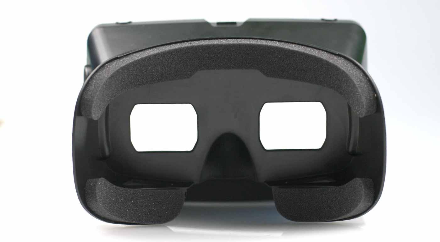 a4e20a6ad ... Bluetooth ovládač súčasťou balenia pre hranie 3D hier; skvelý tip na  darček